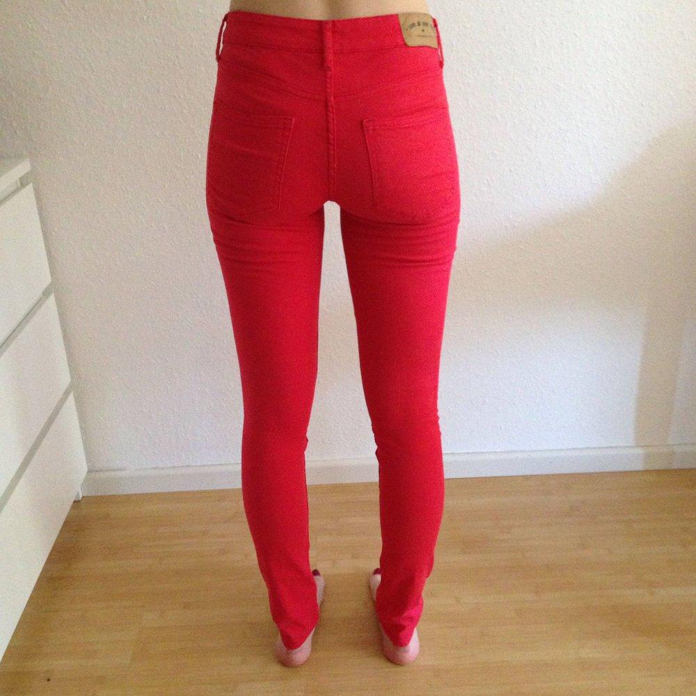 großer Abverkauf aktuelles Styling modernes Design Rote Hose, Röhrenjeans Damen H&M, Größe 36