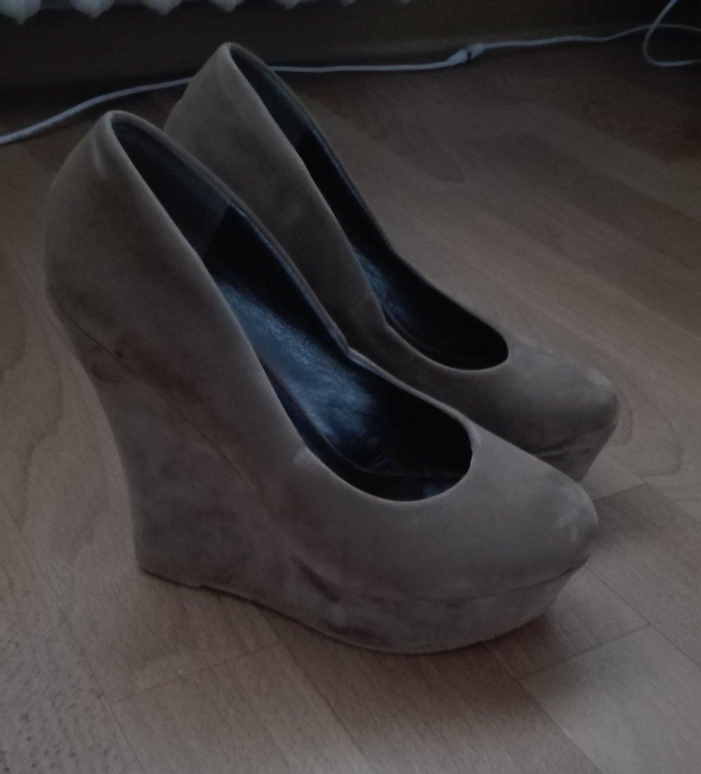 high heels mit keilabsatz. Black Bedroom Furniture Sets. Home Design Ideas