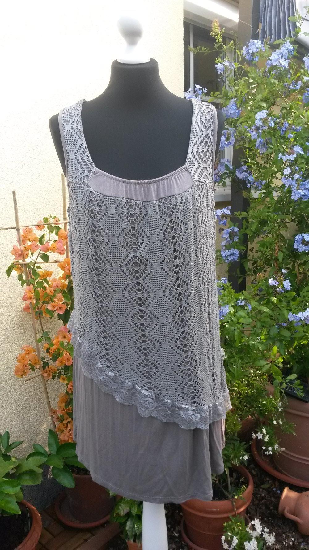 Schlammfarbenes Kleid mit Spitze, Italienische Mode Gr. 12/12/12?