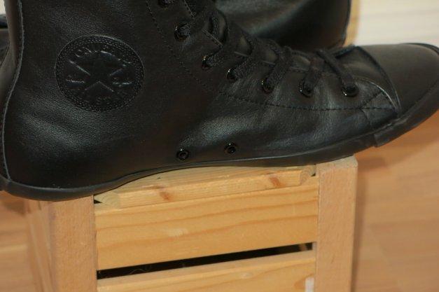 Schwarze Chucks Converse mit flacher Sohle