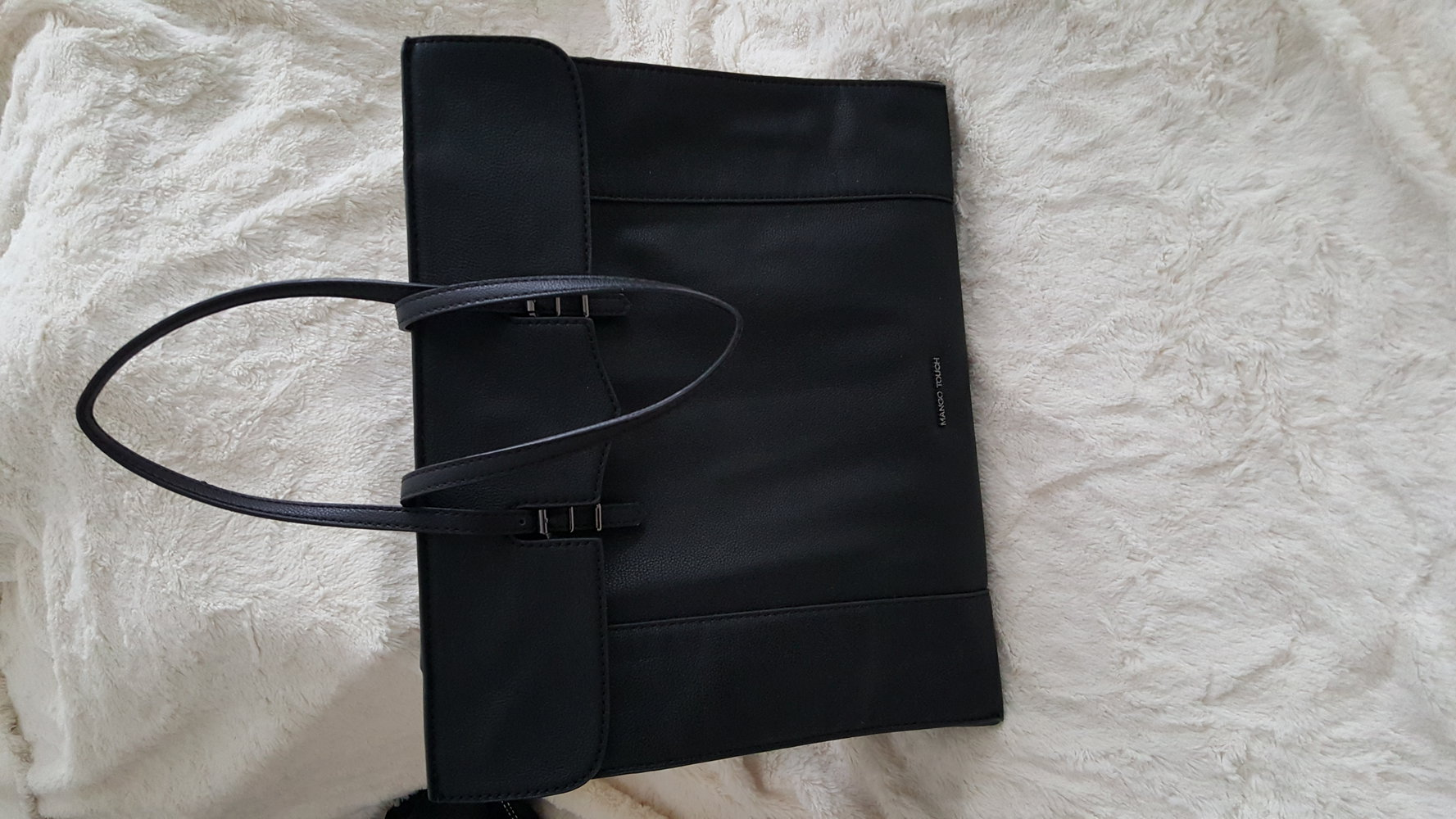 gro e schwarze tasche. Black Bedroom Furniture Sets. Home Design Ideas