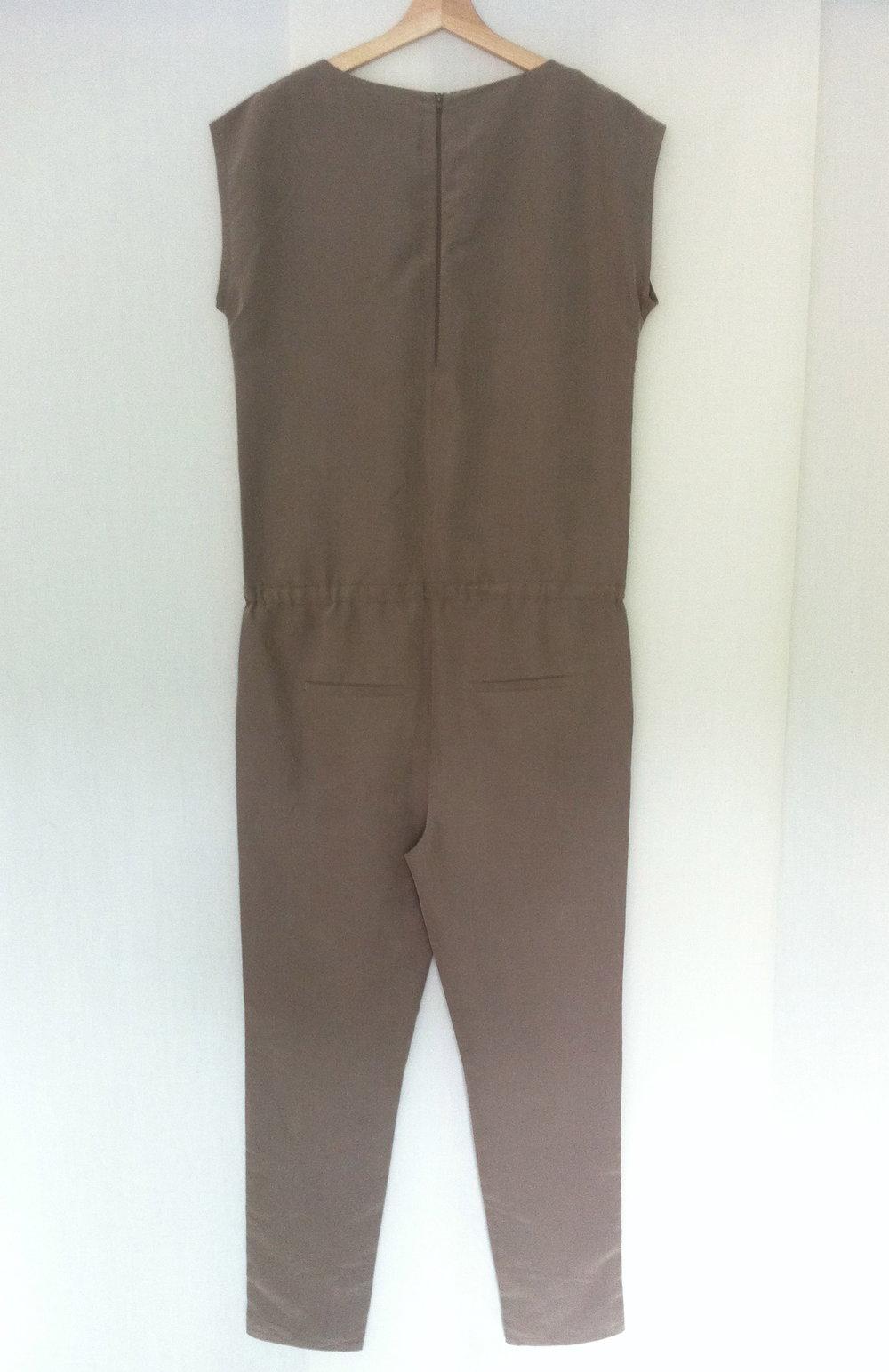 khaki overall jumpsuit clean hochzeit. Black Bedroom Furniture Sets. Home Design Ideas