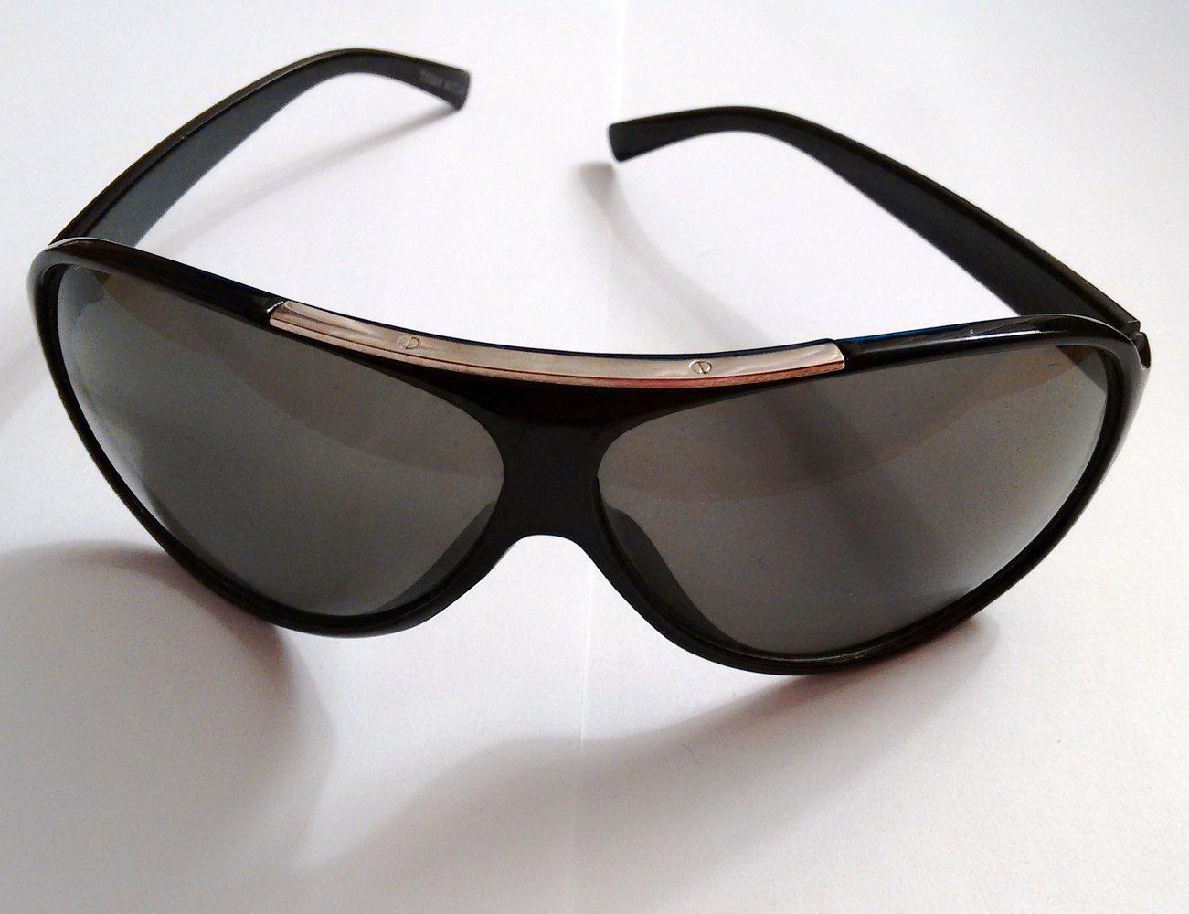 Coole Sonnenbrille Schwarz Glaser Etwas Grun Silber Highlights