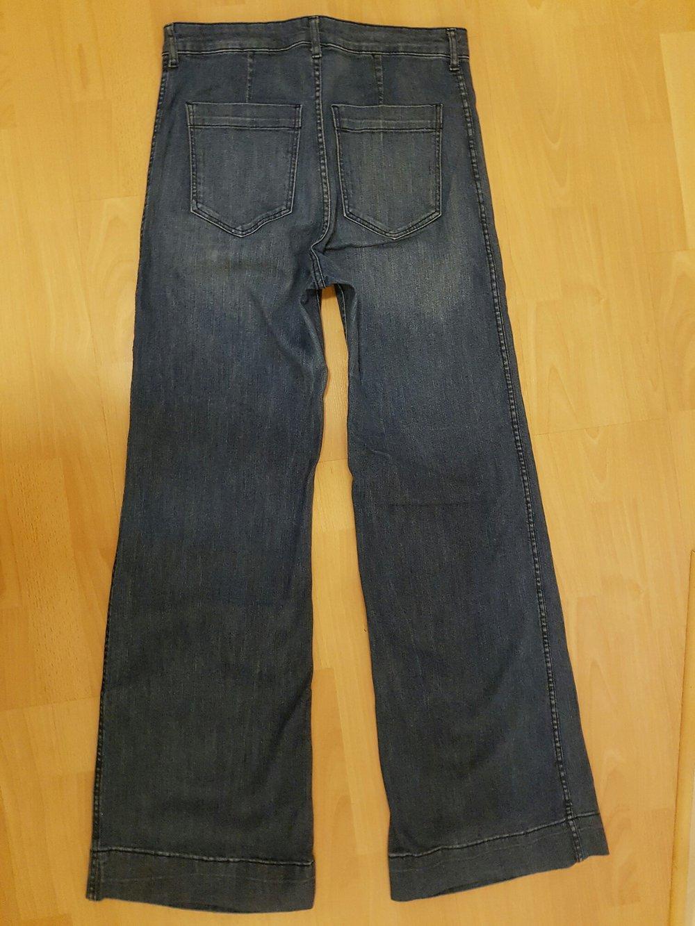 schicke jeans von h m schlaghose weiter beinschnitt damen dunkelblau gr sse 42. Black Bedroom Furniture Sets. Home Design Ideas