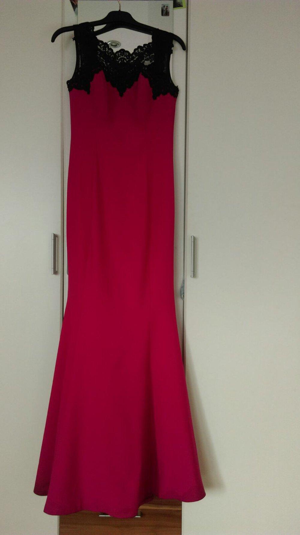 elegantes pinkes abendkleid mit kleiner schleppe. Black Bedroom Furniture Sets. Home Design Ideas