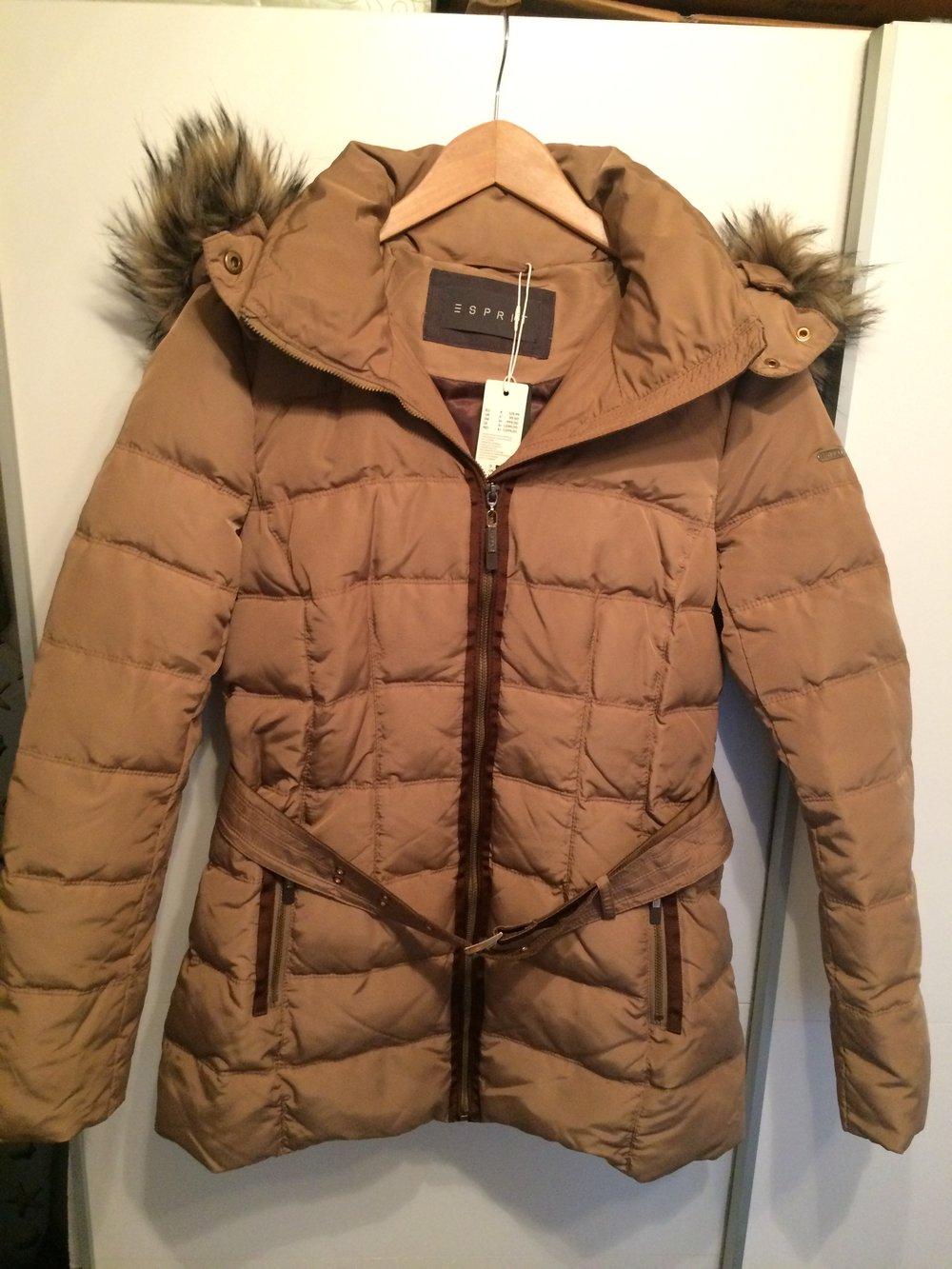 Neu Esprit Daunen Jacke mit Fellkapuze Gr. 36 Braun Beige Mit Etikett
