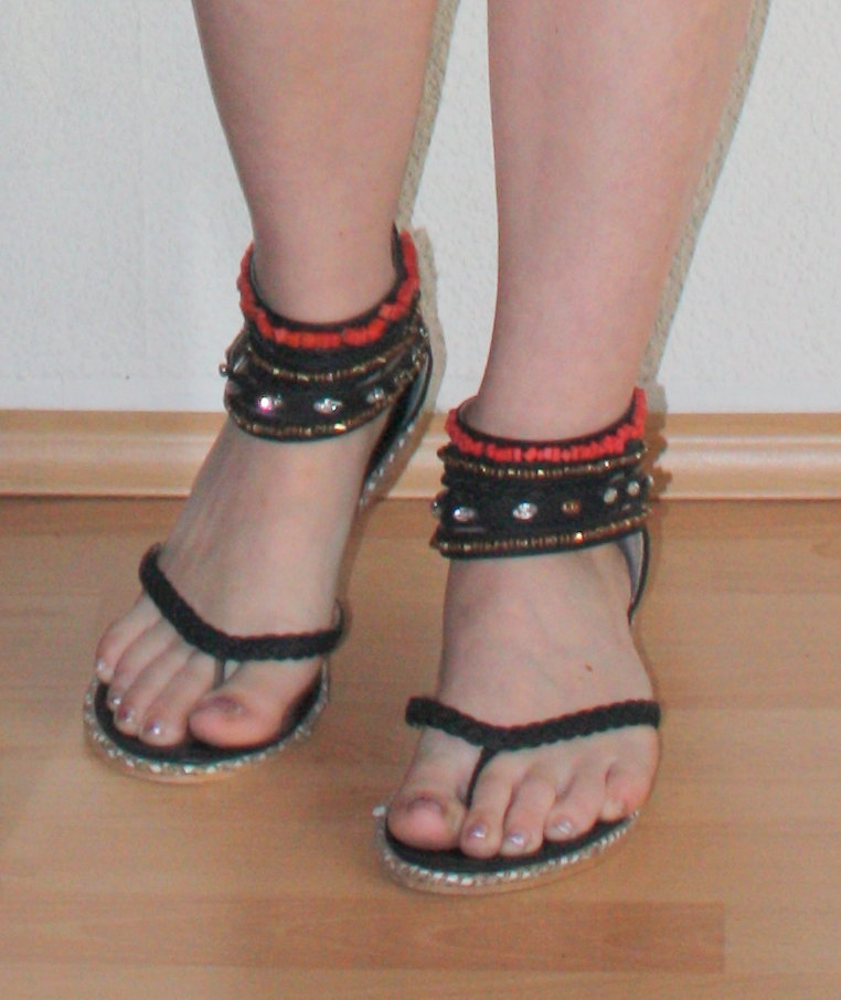 sandaletten mini keilabsatz gr 39 hinten mit. Black Bedroom Furniture Sets. Home Design Ideas