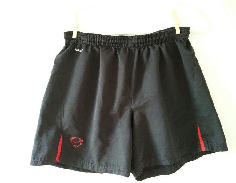 Schwarze kurze Nike Hose
