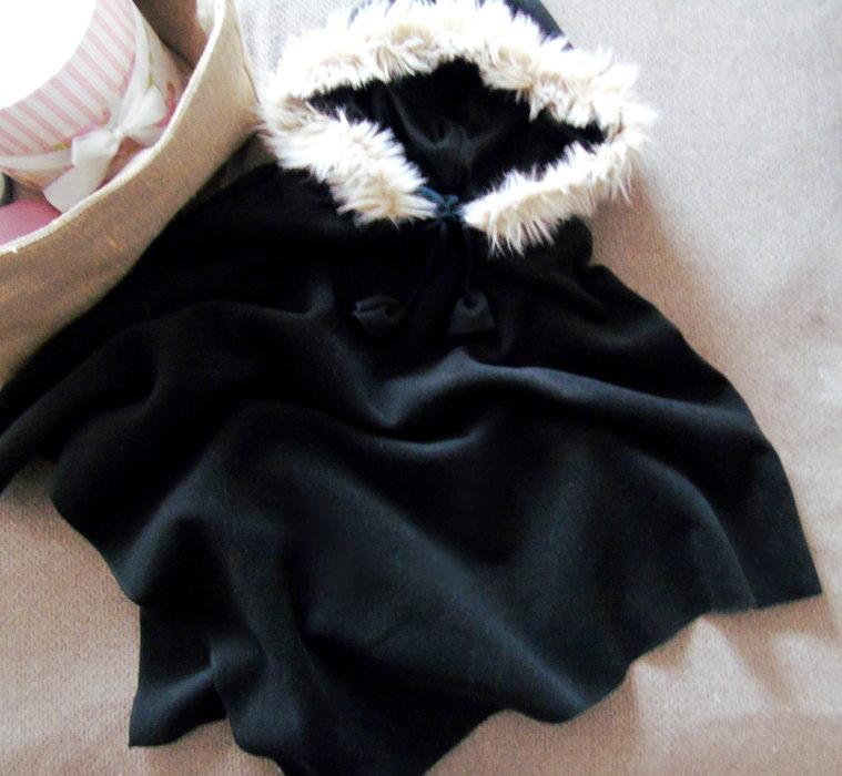 herbst poncho schwarz fellkapuze xs m cape. Black Bedroom Furniture Sets. Home Design Ideas