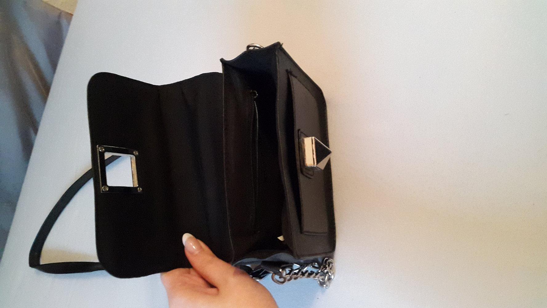 kleine schwarze tasche. Black Bedroom Furniture Sets. Home Design Ideas
