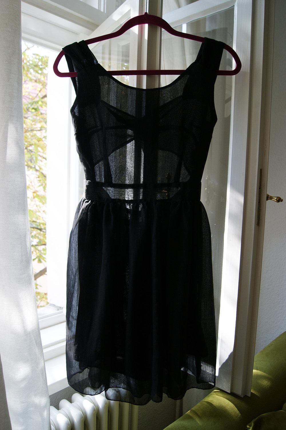 kleid schwarz kurz rückenfrei transparent xs