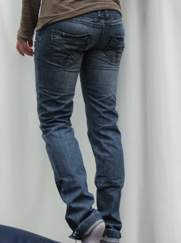 jeans mit tiefsitzenden taschen damen