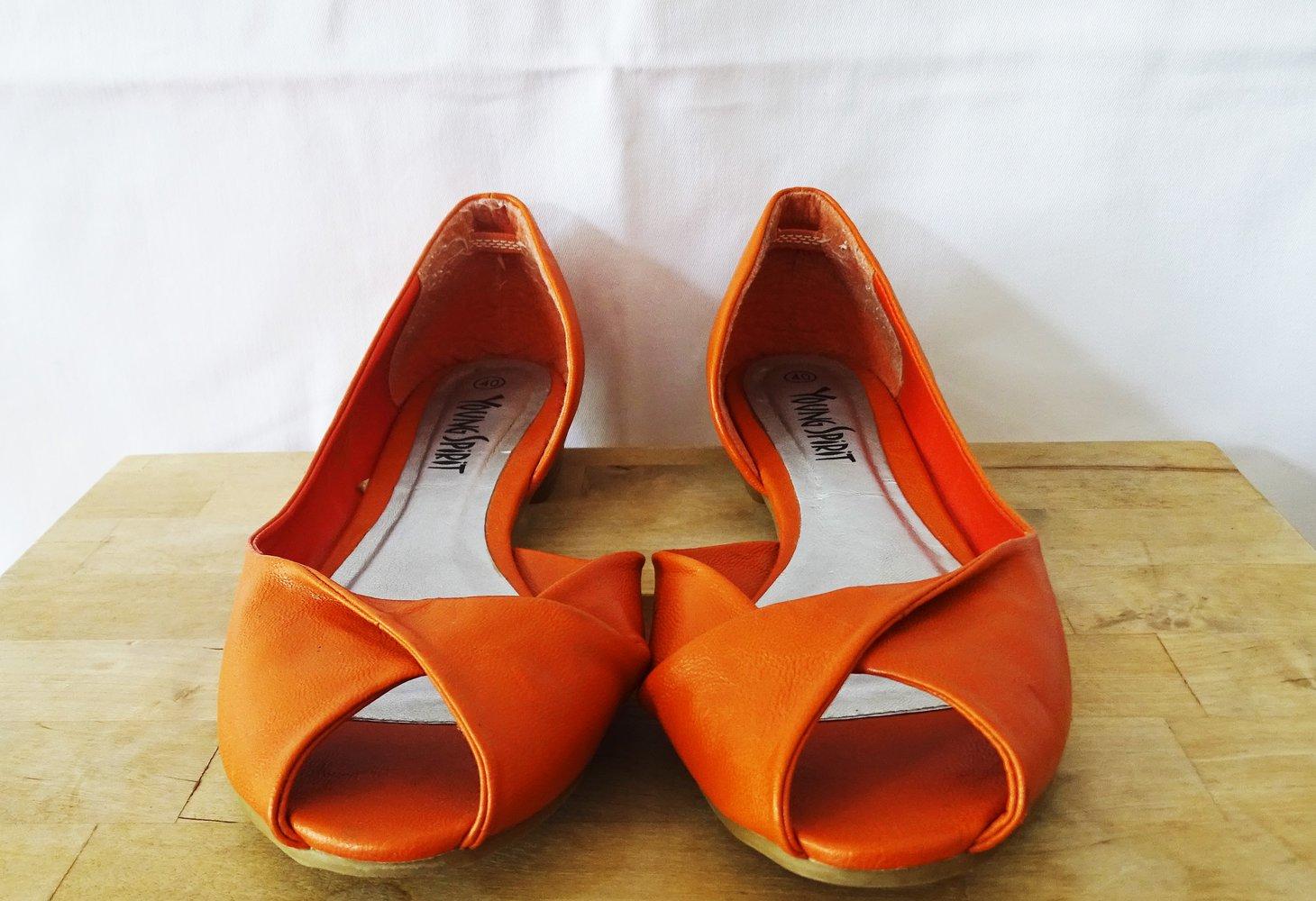 young spirit orangene schuhe mit flachem absatz. Black Bedroom Furniture Sets. Home Design Ideas
