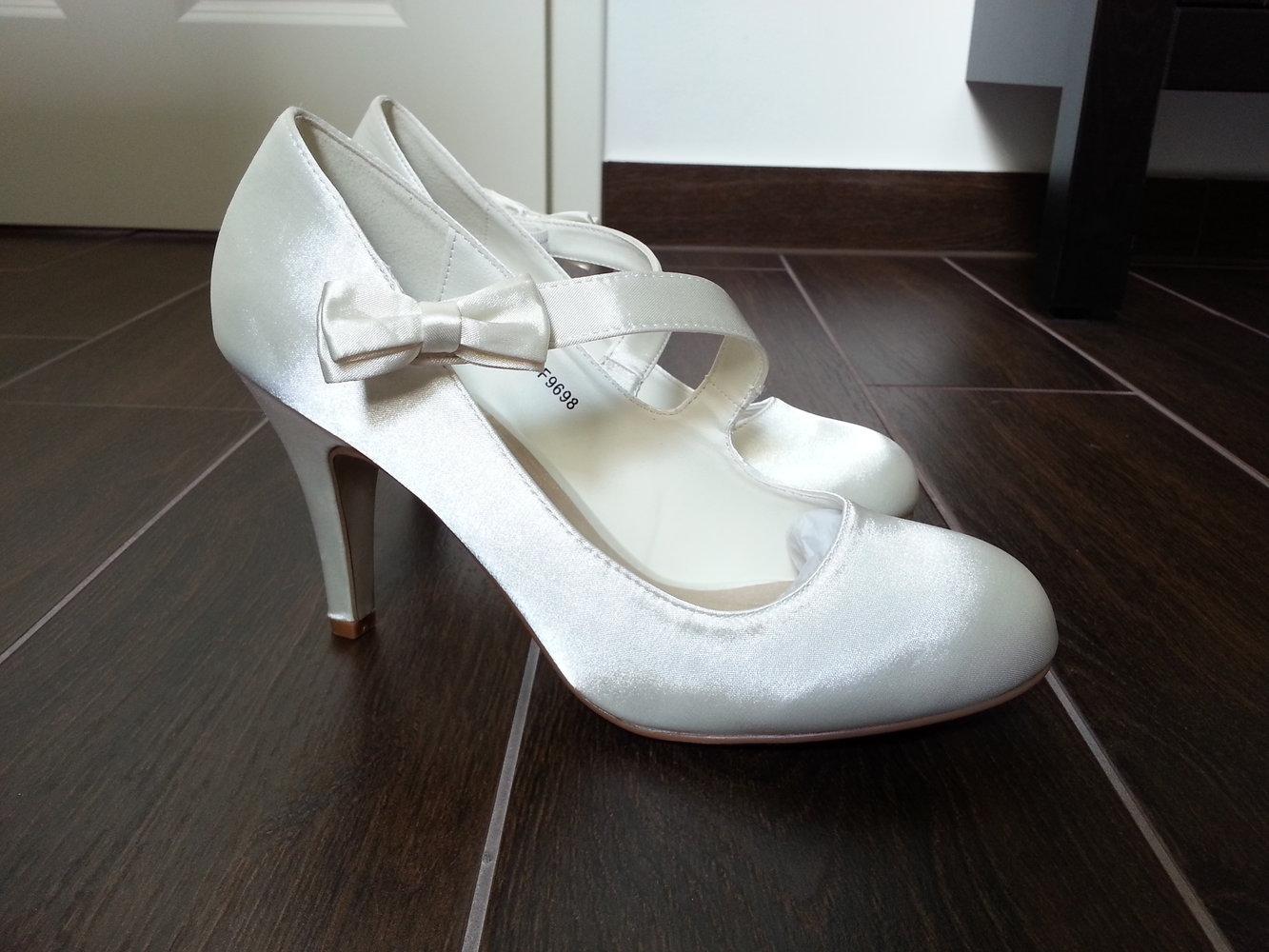 quality design c6f19 0672f Brautschuhe Hochzeitsschuhe Pumps Satin Creme Ivory Elfenbein NEU Größe 39  High Heels Rockabilly Bow Schleife