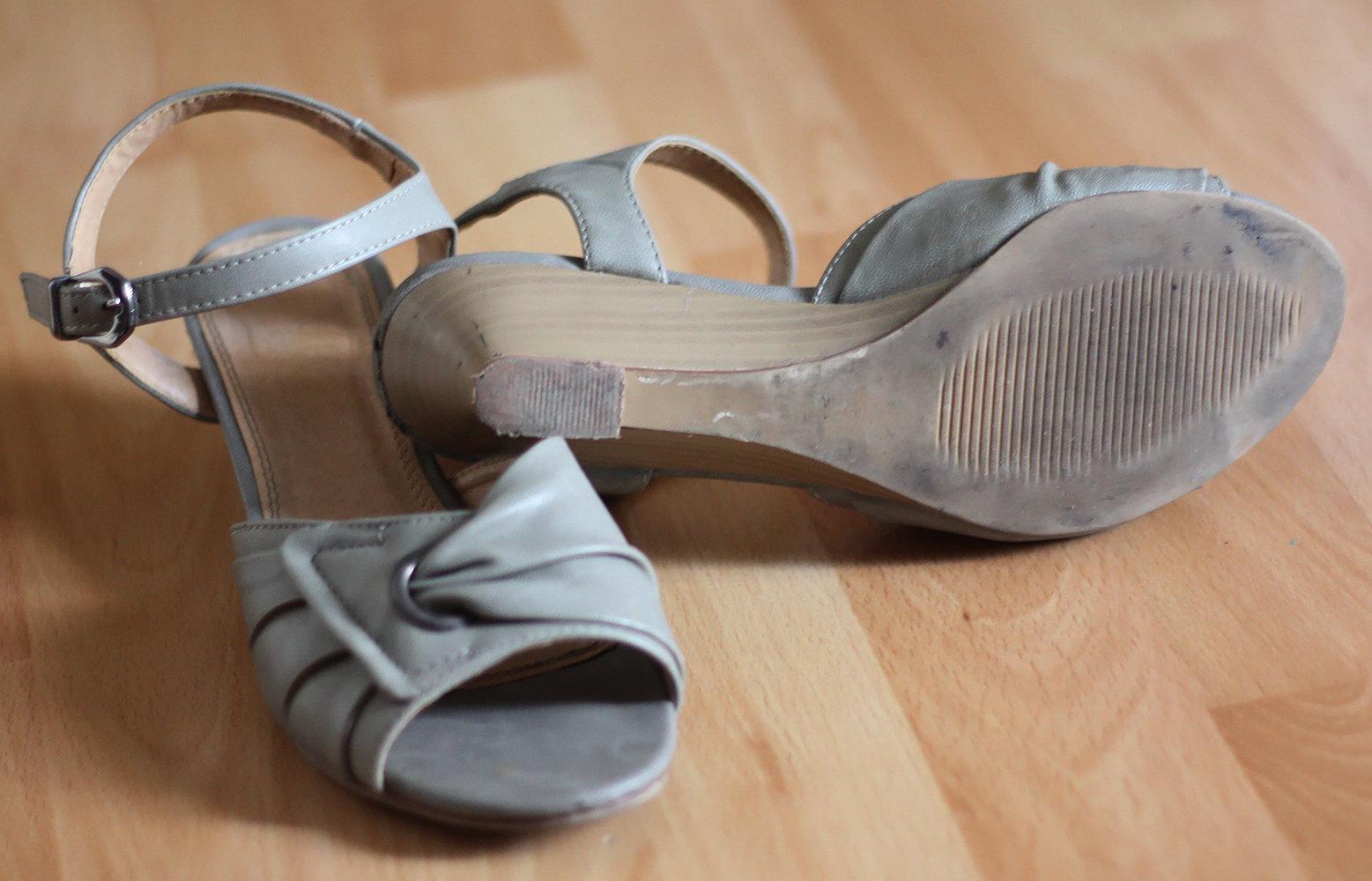 Graubeige Riemchen Sandalen, Annie G., Größe 37