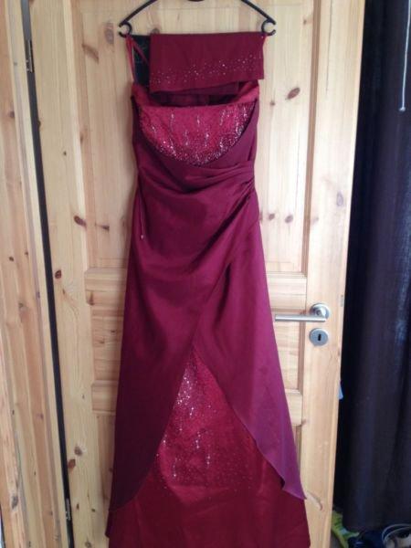abendkleid abschlussballkleid lang gr m in weinrot nur einmal getragen mit. Black Bedroom Furniture Sets. Home Design Ideas