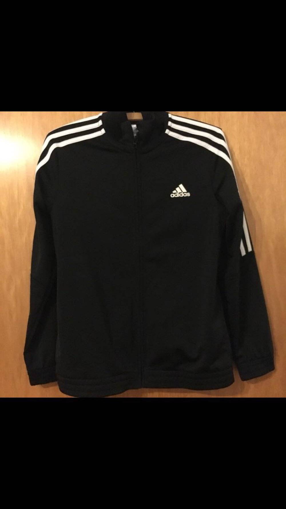 Factory Outlets Discounter Details für Adidas Sportjacke