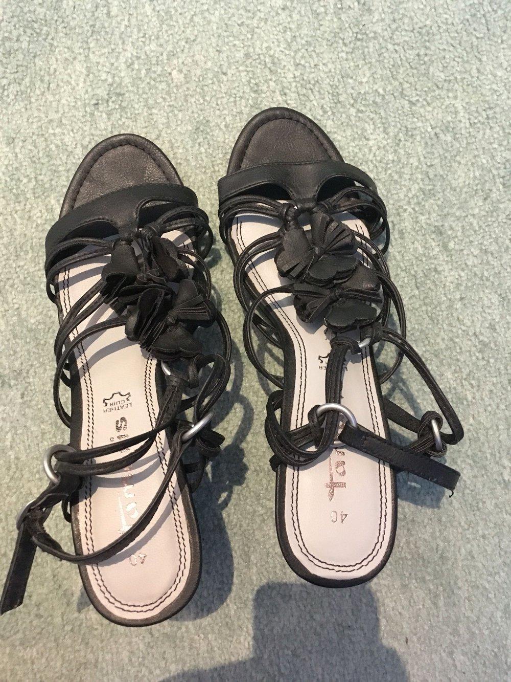 tamaris sandalen gr 40 nie getragen. Black Bedroom Furniture Sets. Home Design Ideas