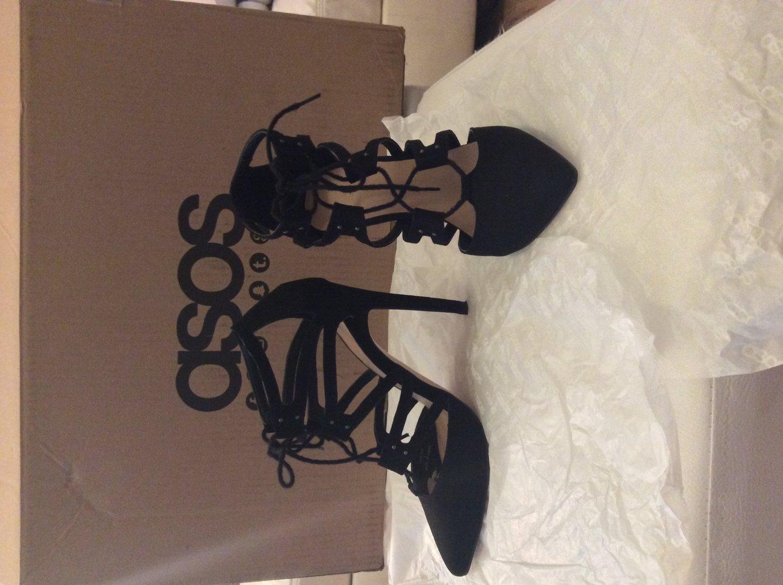asos schwarze high heel stilettos mit schn ren. Black Bedroom Furniture Sets. Home Design Ideas