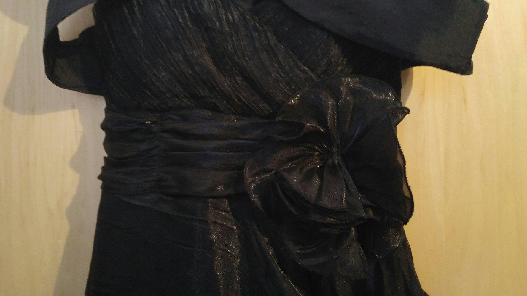 schwarzes kleid mit herzausschnitt jacke. Black Bedroom Furniture Sets. Home Design Ideas