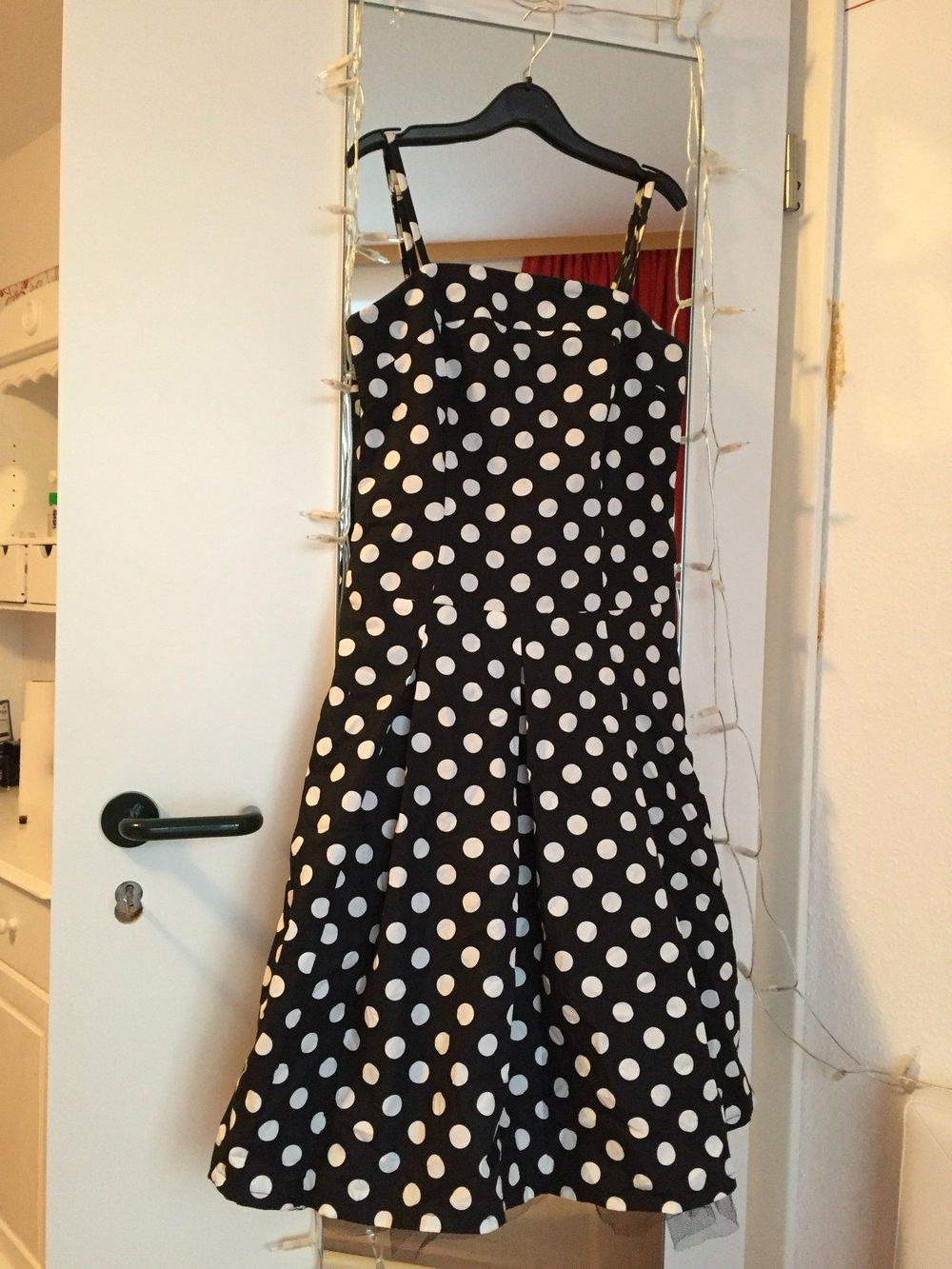 Keine Verkaufssteuer Top Design San Francisco Gepunktetes Hallhuber Kleid mit Spitze, Größe 34
