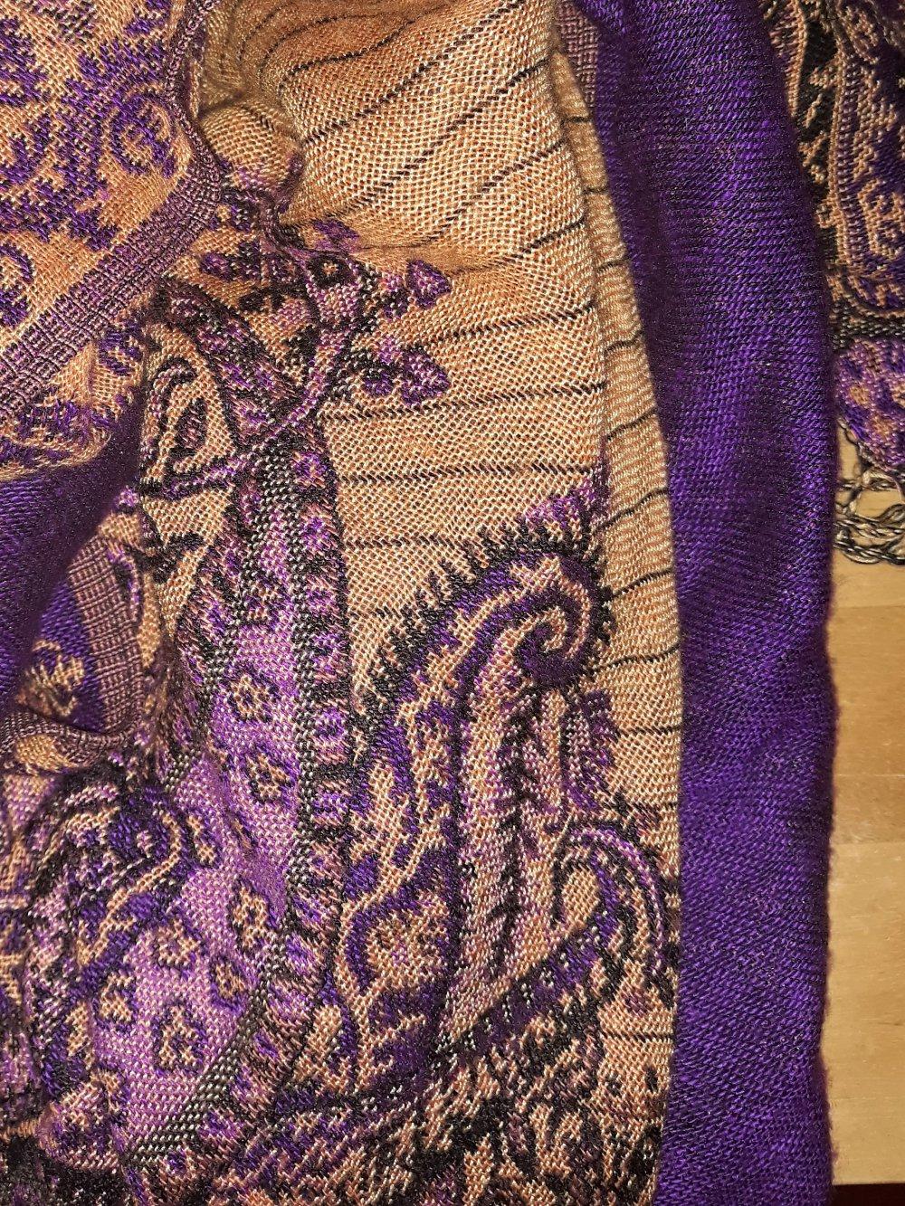 wunderschönes Tuch lila gold/ ocker :: Kleiderkorb.de