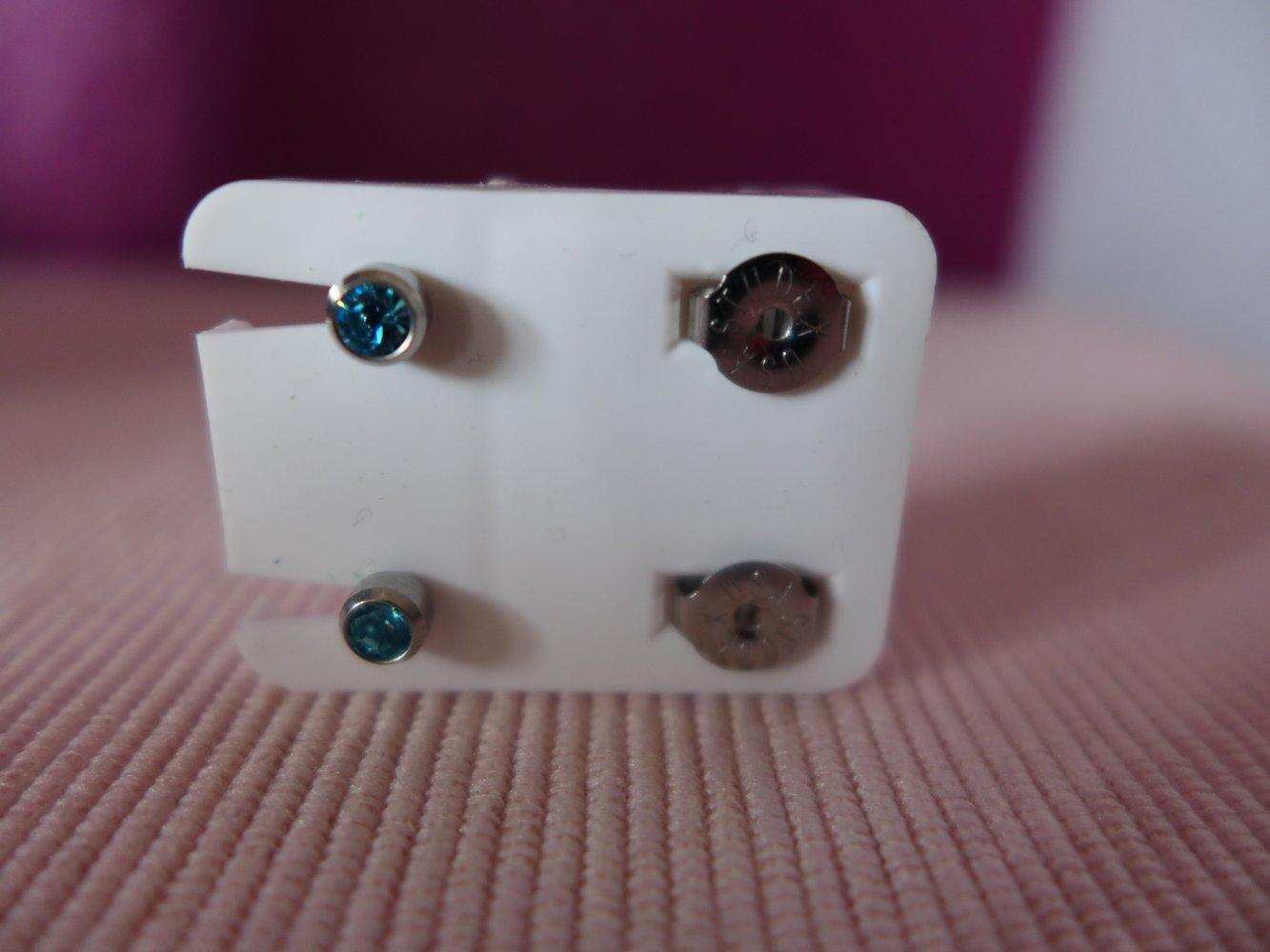 Minott Ohrstecker Ohrschmuck 4mm aus Edelstahl mit Steinimitation 100 /% Steril
