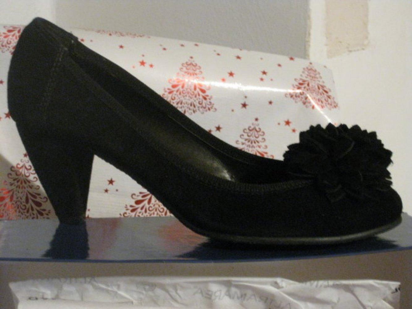 NEU Damen Schuhe Samt Pumps Gr.40 in Schwarz von Altramarea