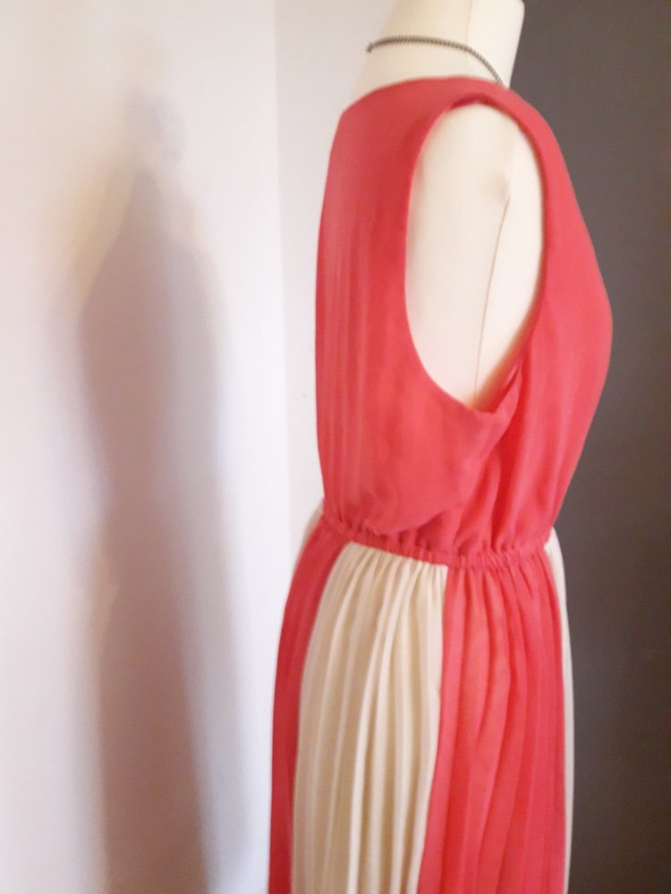 3a4db6eb66b6 Süßes Plissé Sommer Kleid in lachs beige nude Gr. L    Kleiderkorb.de