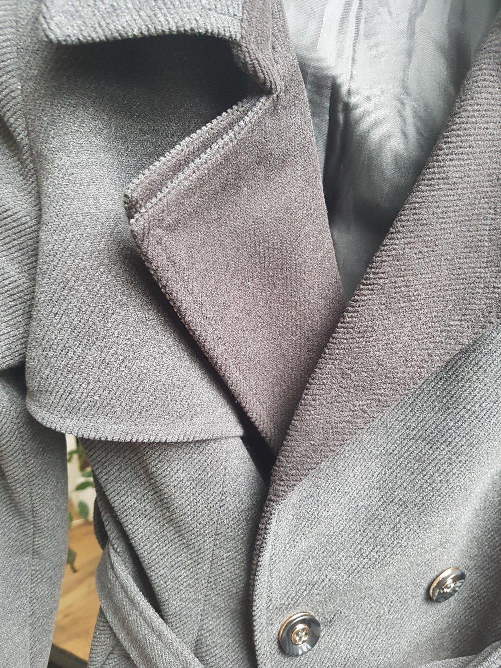 Manosque - Wunderschöner grauer Mantel mit abgesetztem Schwarzen ...