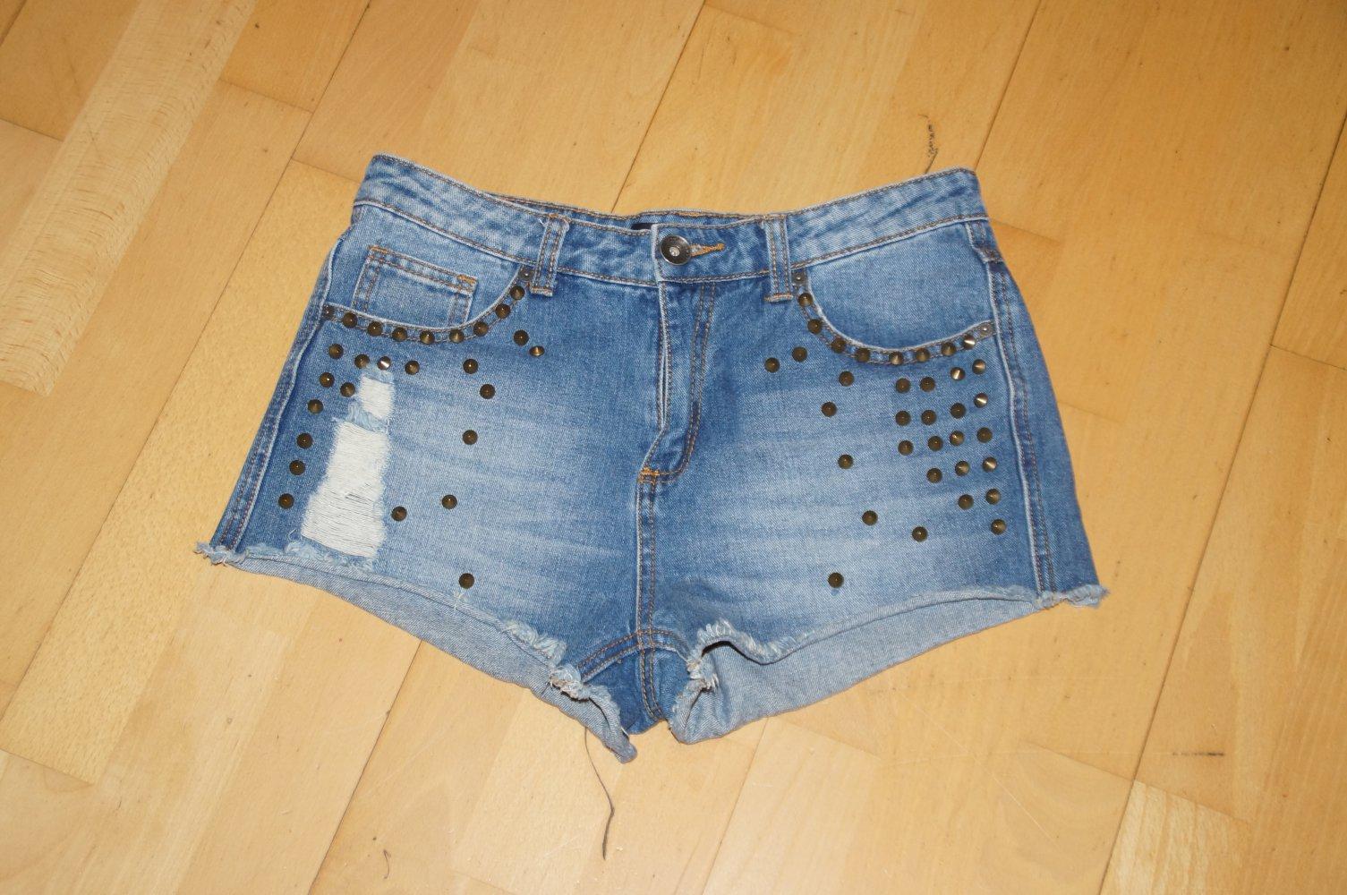 Amisu - Kurze Nieten Shorts    Kleiderkorb.de 1d5705b3bd