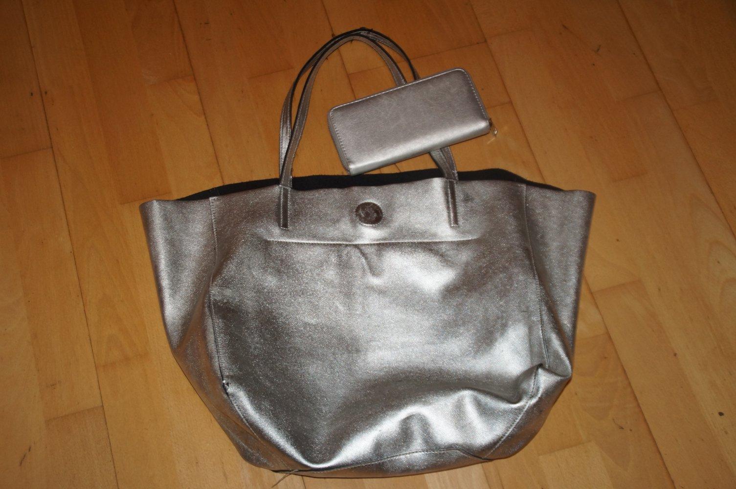 24d5fc82c06b0 H M - Silberne Tasche mit passendem Geldbeutel    Kleiderkorb.de