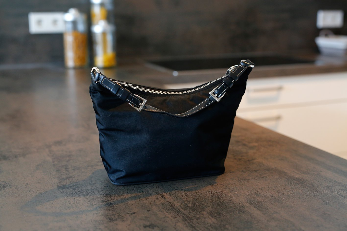eda8753ac3e41 Prada Tasche Clutch schwarz Nylon    Kleiderkorb.de