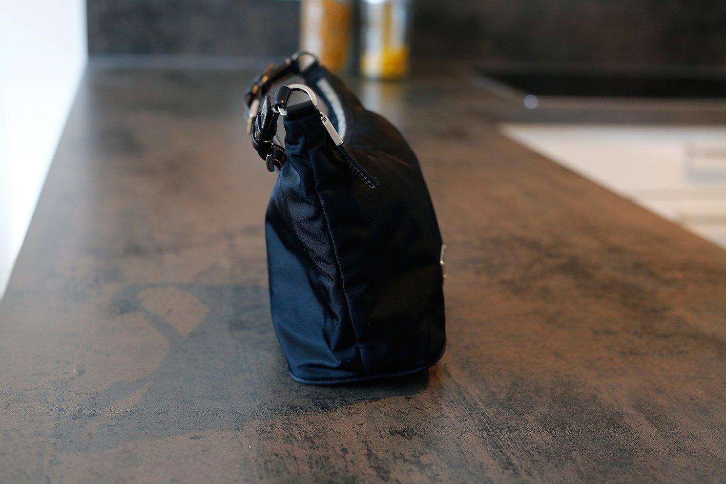 23717ff7fe9cf Prada Tasche Clutch schwarz Nylon Prada Tasche Clutch schwarz Nylon ...