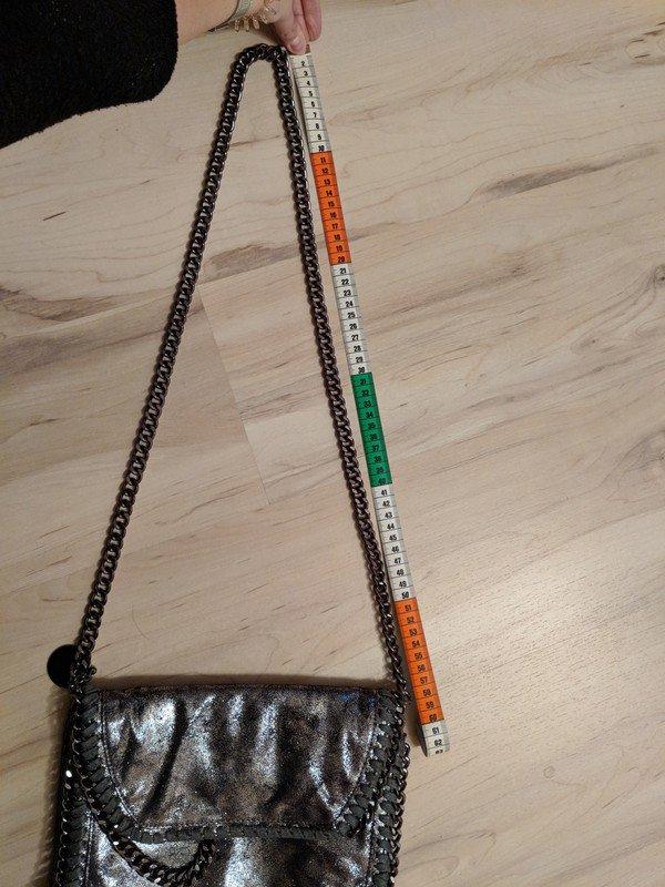 d96a1965f0ab Silberne Kettentasche Samt Schimmer Handtasche Glitzereffekt mit Etikett ...