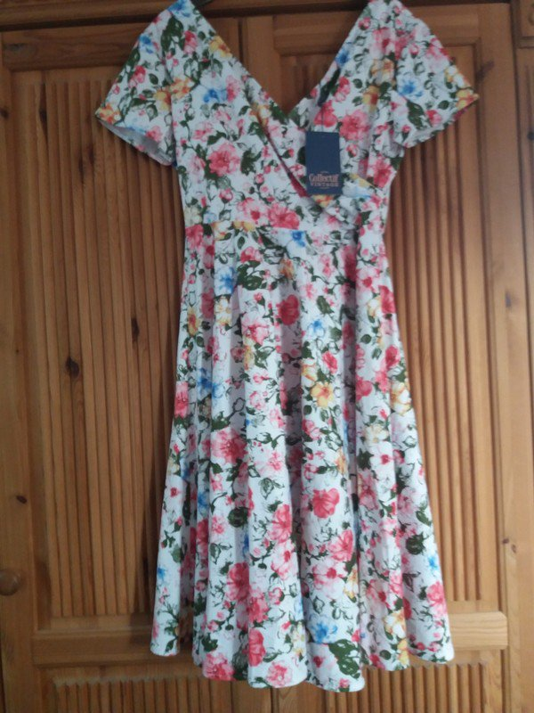 d5116a54cae8 Collectif Clothing - Kleid Collectif Maria Artistic Floral Swing Gr ...