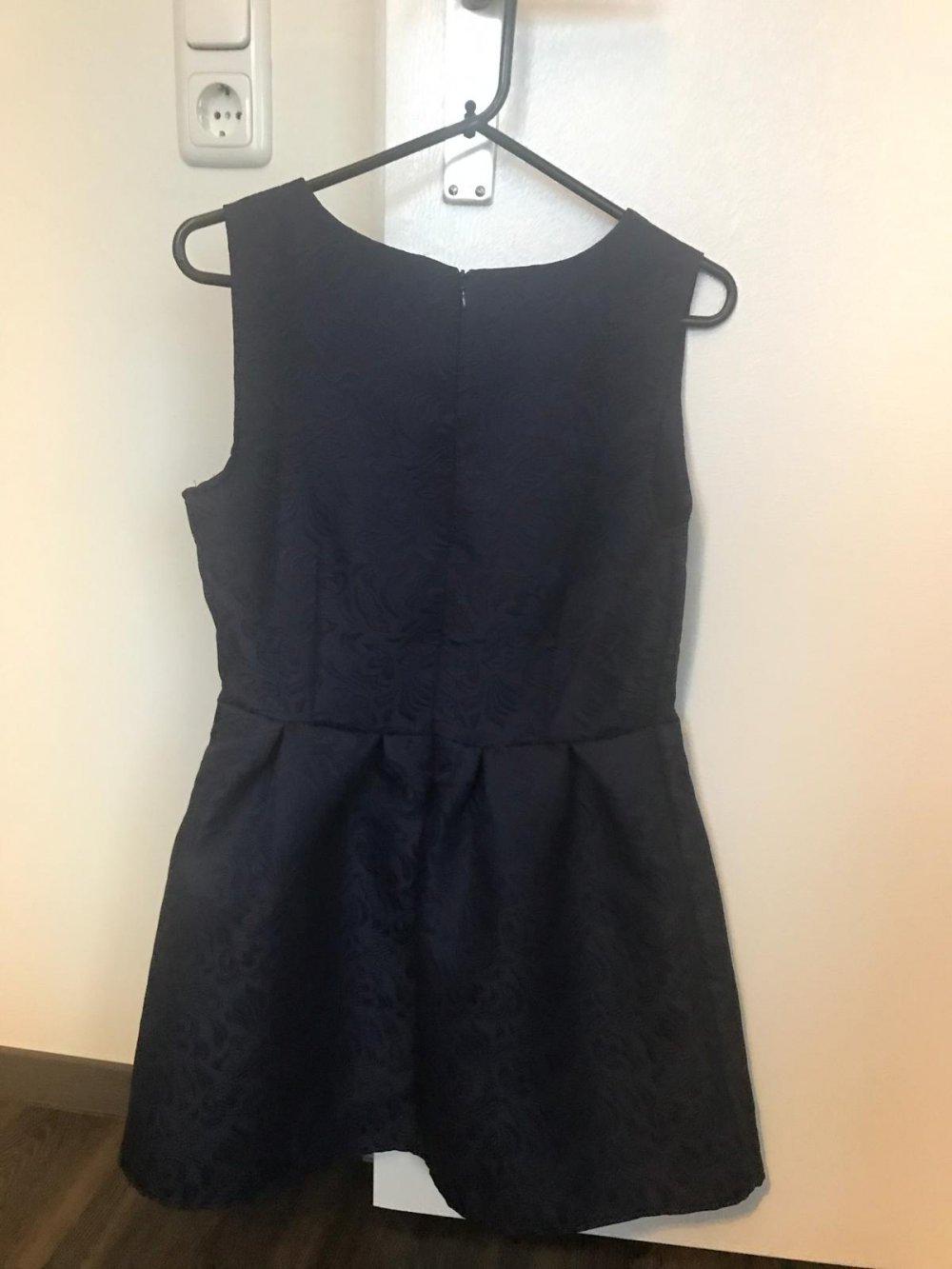 cbdc908bc2f Kleid in dunkelblau NEU    Kleiderkorb.de