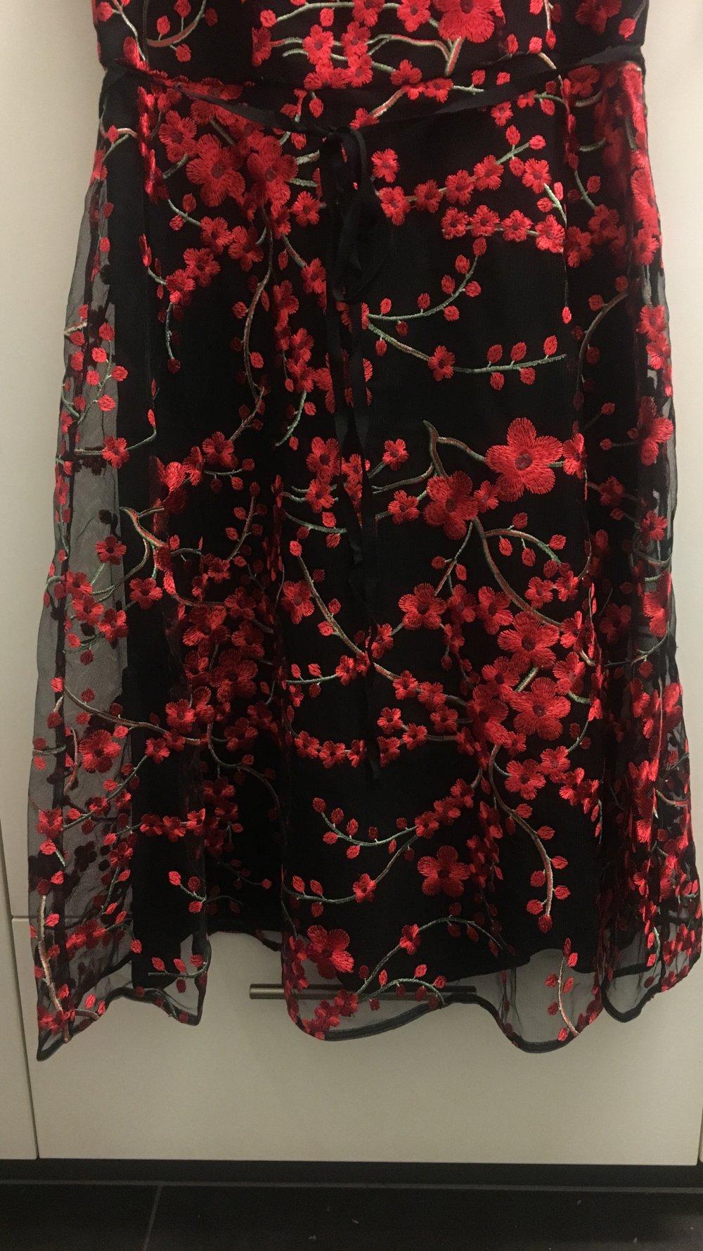 Abendkleid Phase eight schwarz transparent mit gestickten roten Blumen UK  4 4/4?