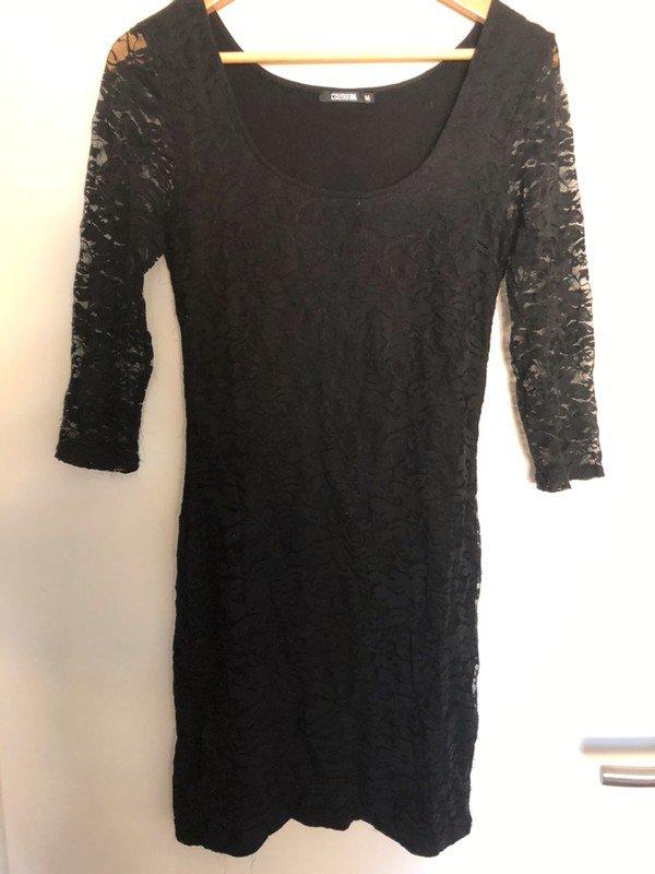 Dunnes Schwarzes Kleid Mit Spitzenoptik Von Colloseum Kleiderkorb De