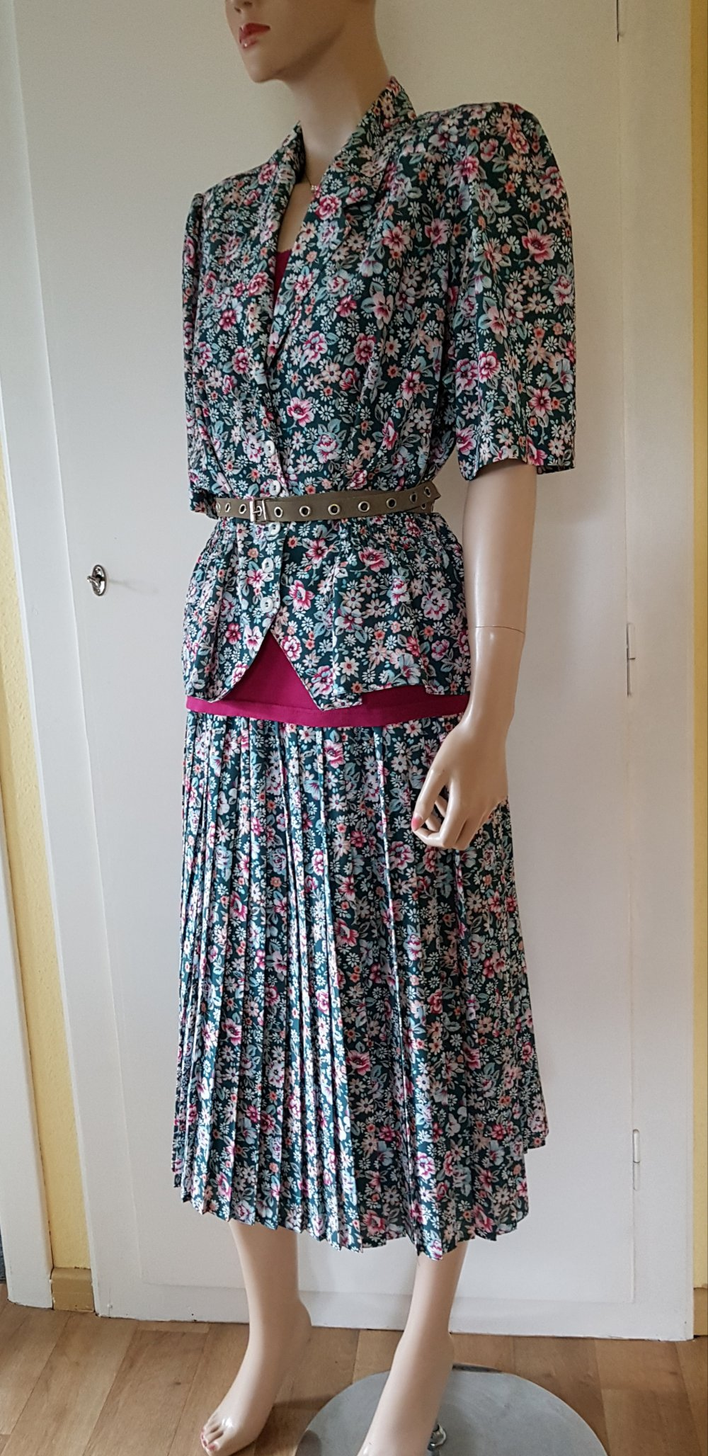 13 Teiler Rock Blazer Bluse Kleid Midirock Gr.131 (413) Walbusch Faltenrock  Kostüm Sommer
