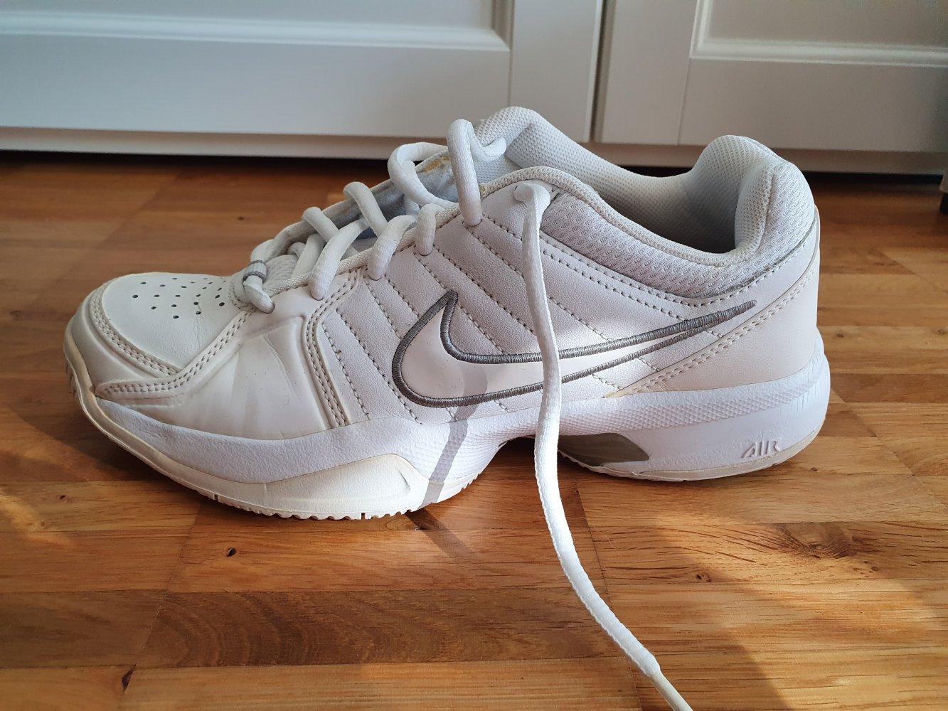 Nike Court Mo 5