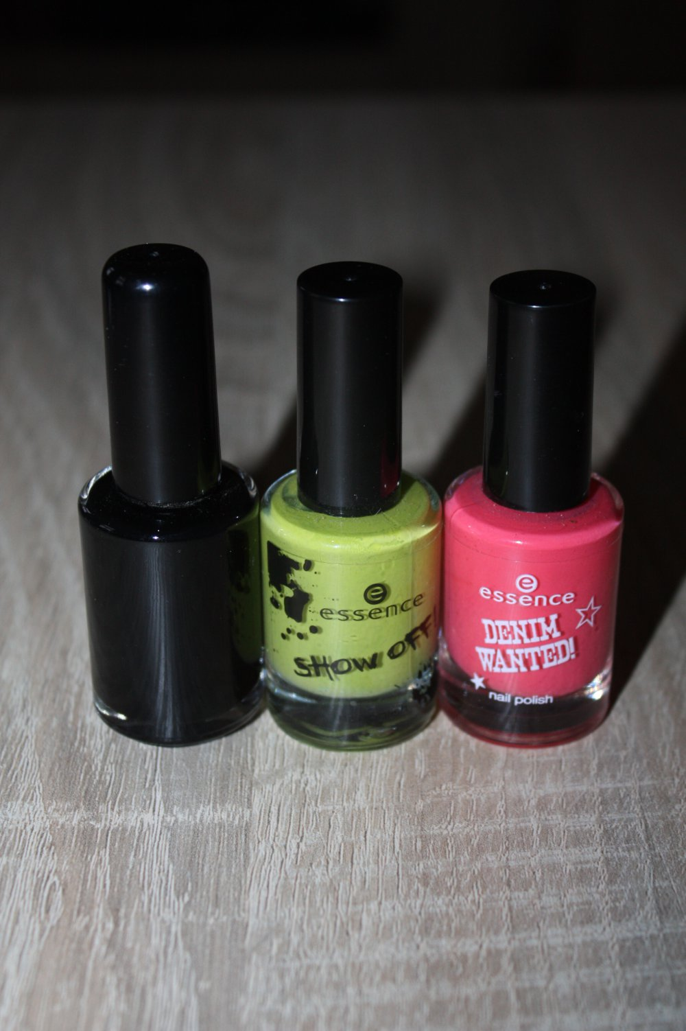 Essence - Set: 3 Nagellacke schwarz pink grün, u.a. von essence LE ...