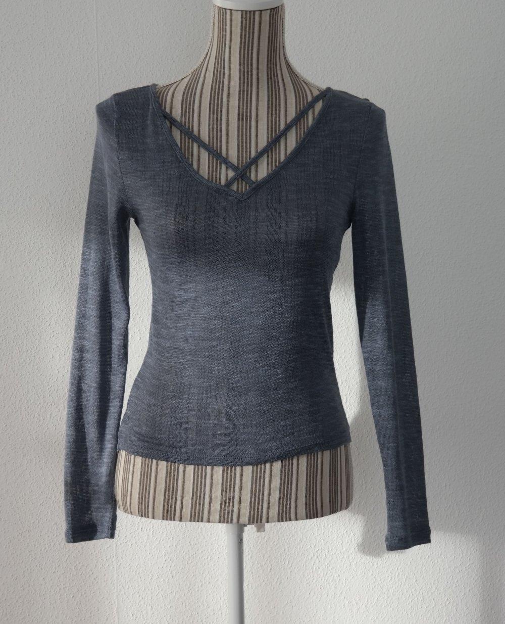 Grauer langer Pullover aus sehr dickem Stoff vom H&M mit Rollkragen