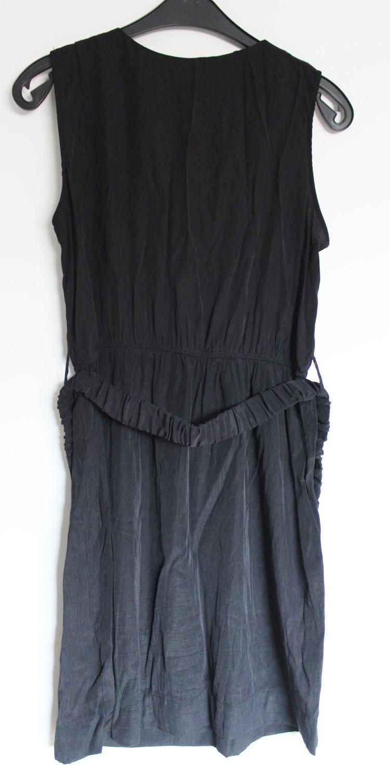 Ärmelloses, schwarzes kleid mit gürtel gr. 40