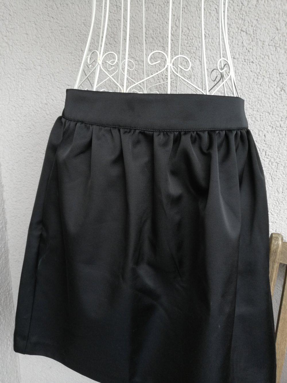 e7ef933bdbfb Neu! Super schöner schwarzer kurzer Rock von H&M
