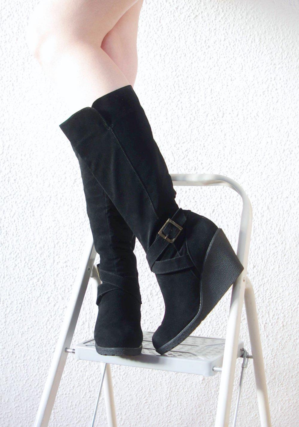 Elegante Plateau Stiefel Gr. 42 41,5 Wedge Keilabsatz Schnallen Gothic Boots