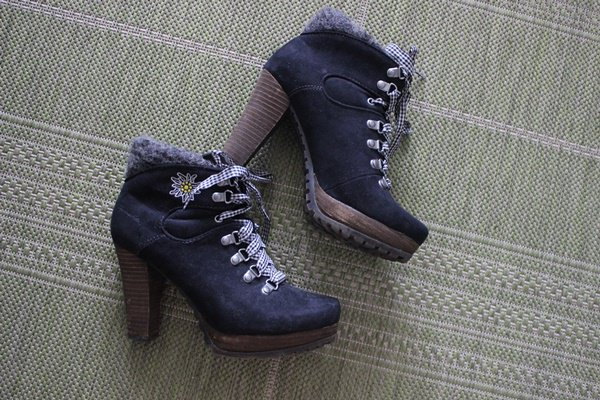 promo code fd71a cb284 High Heels/ Hohe Schuhe/ Tamaris/ schwarz/ blau-weiß kariert/ Edelweiß/  Dirndl
