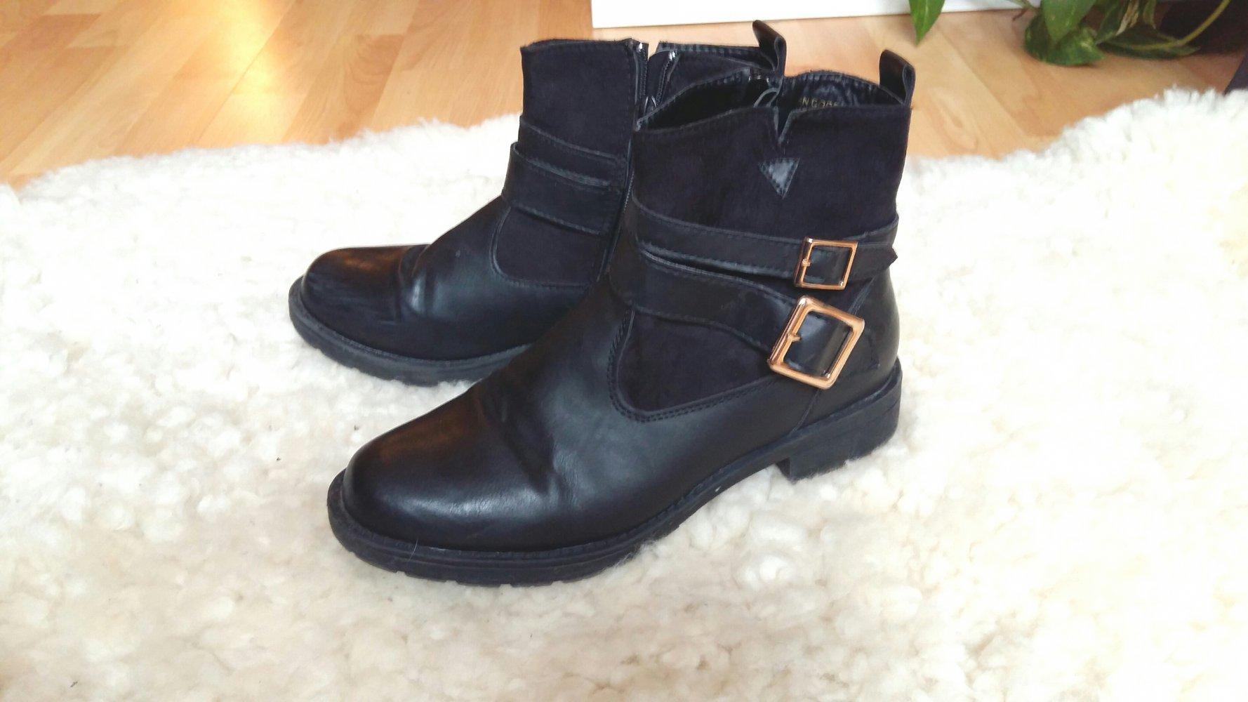 best service 0ae0e 6290a schwarze Stiefeletten / Biker Boots / Ankle Boots mit Schnallen