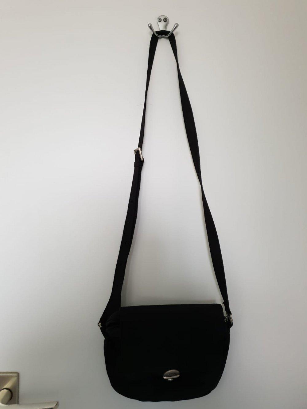 Farben und auffällig außergewöhnliche Auswahl an Stilen Stufen von Schwarze kleine Tasche Umhängetasche ESPRIT