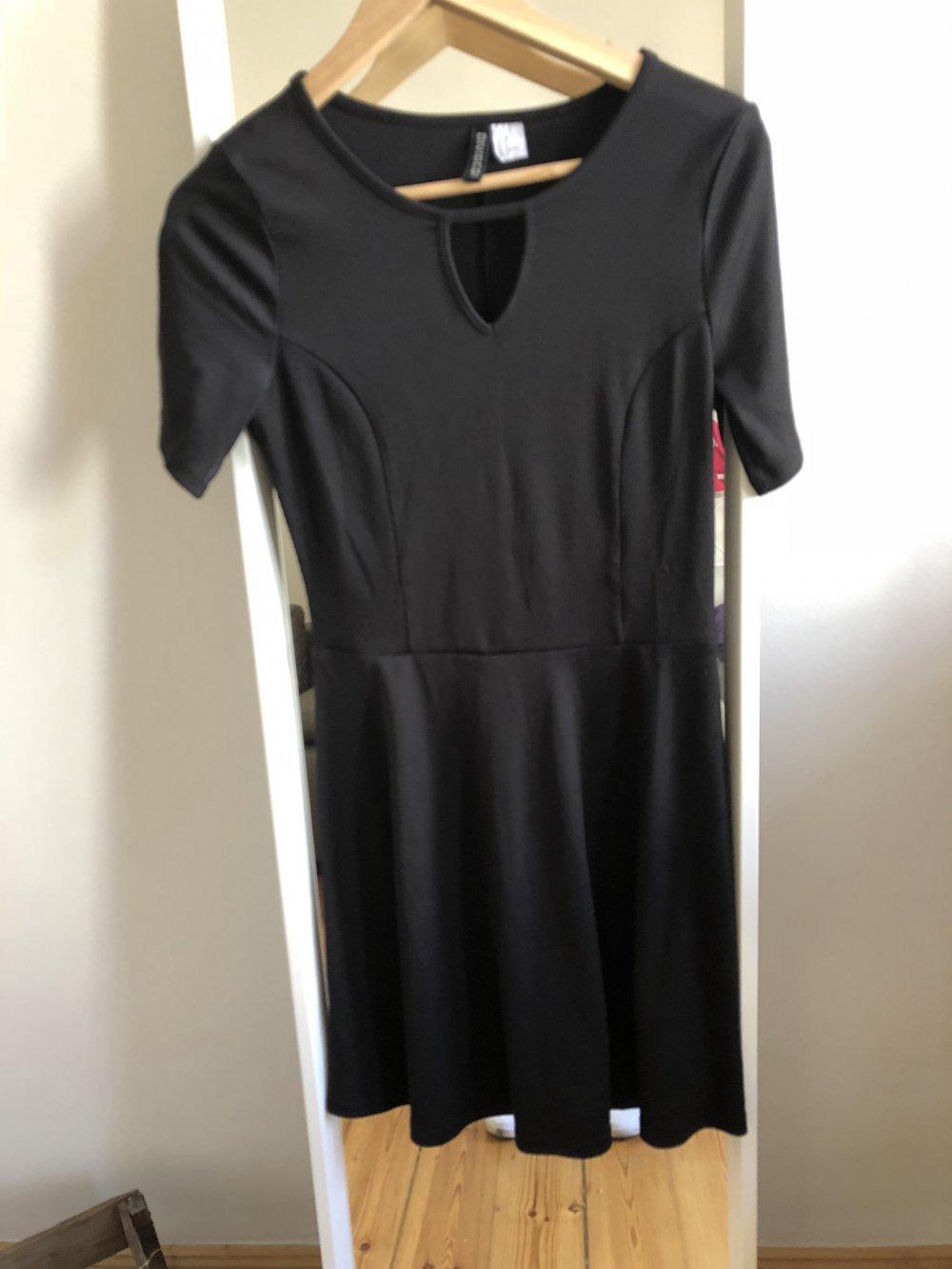 H&M Divided - Schwarzes Basic Kleid von H&M :: Kleiderkorb.de